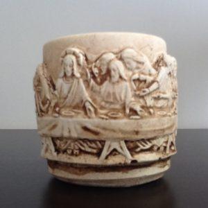 Bomboniera candela in coccio con simbolo comunione,ultima cena in rilievo,diametro cm.4x5h. Conf.10 pezzi