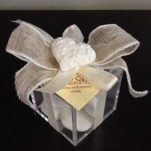 Bomboniera scatola in plexiglas confezionato con cuore in gesso e 5 confetti. Conf.5 pezzi