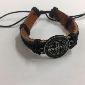 braccialetto in cuoio con laccio regolatore più medaglia san benedetto