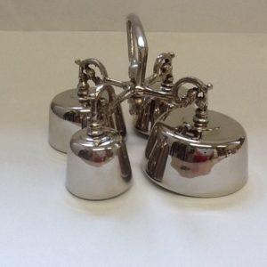 Campanello liturgico a 4 suoni con battacchi realizzato in metallo lucido con decorazioni ,campane di dimensioni e suoni diversi.diametro cm. 5,3-6,2,7,5,8,7 h.cm.11,5