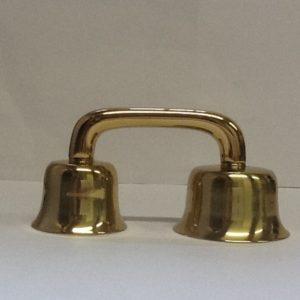 Campanello liturgico a due suoni con battacchi realizzato in bronzo ottonato con campane di dimensioni e suoni diversi diametro cm.6,2 -7,5 h.cm.8
