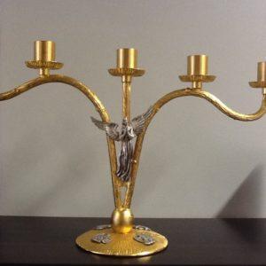 Candeliere 5 fiamme realizzato in metallo,ottone dorato con Angelo in metallo argentato cm.45x 29 h diametro base cm.13x13