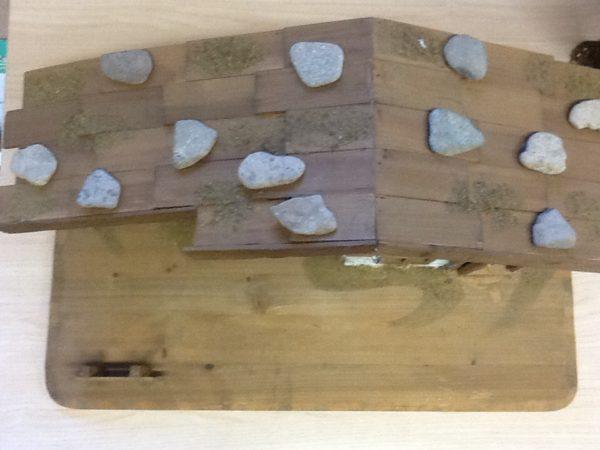 Capanna tirolese in legno della Val Gardena fatta a mano cm.61x33x33 tinta naturale