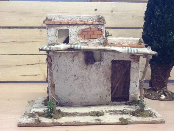 Casa araba bianca in resina con dettagli in stoffa cm.27.5x14x21h