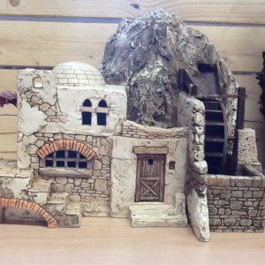 Casa araba con mulino in movimento Con acqua corrente su roccia in resina cm.39x29x29 h