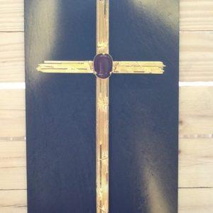 Croce placcata oro con pietra dura su quadro di ardesia croce cm.22x41h. Quadro cm.27x47h