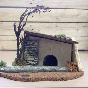 Fontanili casetta con albero per presepe in sughero e resina colorato a mano cm.24x13x21