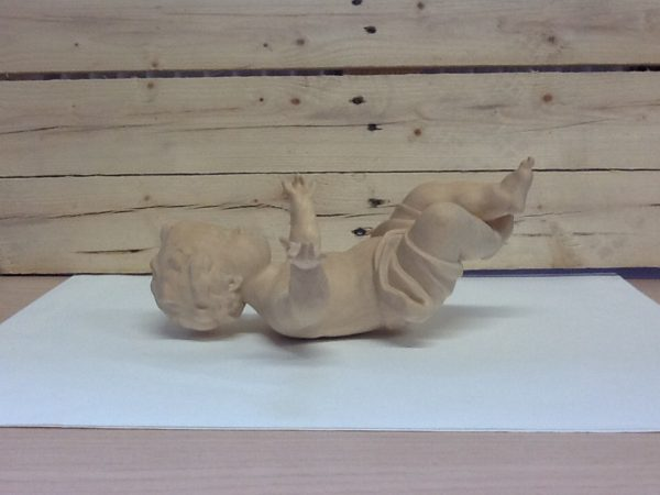 Gesù bambino in legno della Val Gardena cm.30 rifinito a mano tinta naturale cod.61627