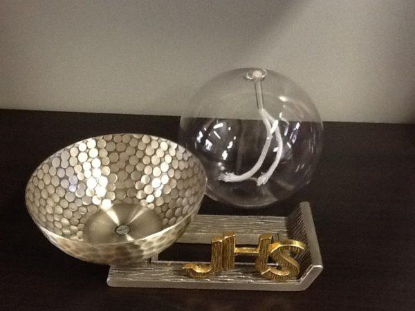 Lucerna in vetro realizzata in metallo,ottone argentato cm.17x11x12 h.
