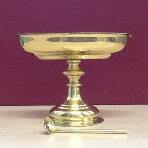 Navicella con cucchiaio realizzata in metallo dorato lucido cm.17x9x13 h. Diametro base cm.9