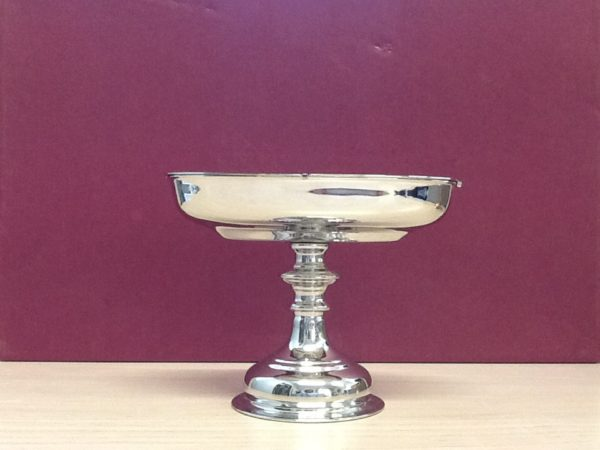Navicella con cucchiaio realizzata in metallo lucido cm.17x9x13 h. Diametro base cm.9