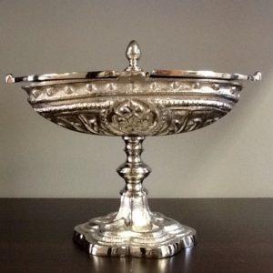 Navicella realizzata in metallo decorato cm.18x7x11,5