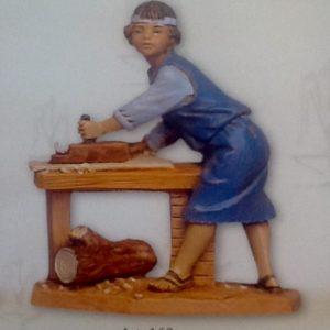 """Pastore """"falegname""""realizzato in resina colorata e rifinita a mano per presepe da cm 12"""