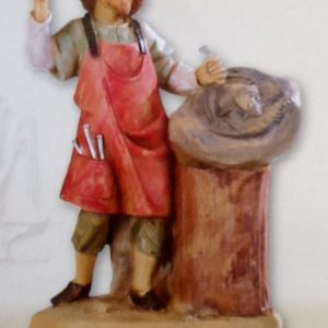 """Pastore """"scultore""""realizzato in resina colorata e rifinita a mano per presepe da cm 12"""
