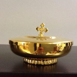 Pisside con base decorata e coperchio in metallo dorato h.cm.3.5 diametro cm.10