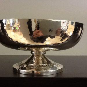 Pisside patena realizzata in metallo argentato e interno dorato con base decorata cm.h.7 diametro cm.14