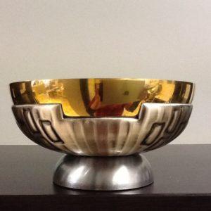 Pisside patena realizzato in metallo dorato/argentato con decorazione alla base h.cm.6.5 diametro cm.12