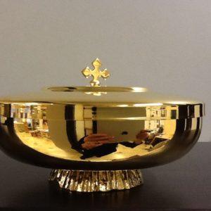 Pisside,patena realizzata in ottone dorato h.cm.5.5 diametro cm.14