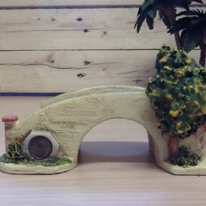 Ponte in resina con albero colorato a mano cm.17.5x9x10h