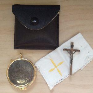 Porta viatico busta con croce,teca,purifichino cm8.5x8