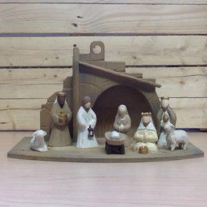 Presepe 'bianco'in legno di Ortisei 8 pezzi cm.11 con capanna.rifinito a mano tinte chiare