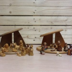 Presepe in legno della Val Gardena 10 pezzi cm.8 con capanna. Tinta naturale o dipinto a mano