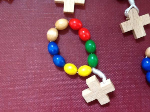Rosario decina in legno colorato con croce