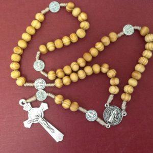 Rosario in ulivo e corda con croce in metallo cm.37 con croce