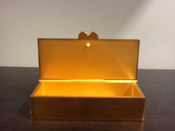 Scatola porta chiavi tabernacolo realizzato in metallo dorato cm.9x4 h.2.5