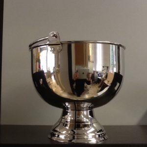 Secchiello per acqua Santa in metallo argentato.diametro base cm. 12 diametro superiore cm.20,5 h.cm.18