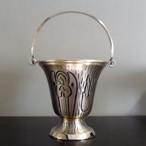 Secchiello realizzato in metallo argentato decorato h.cm.13 diametro cm.13