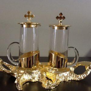 """Servizio ampolle con vassoio realizzato in metallo dorato decorato """"mare""""h.cm.14 diametro cm.20x14"""