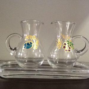 Servizio ampolle in vetro soffiato decorate a mano con vassoio in vetro di cm.19,5x9,5 ampolle h.cm.8,5