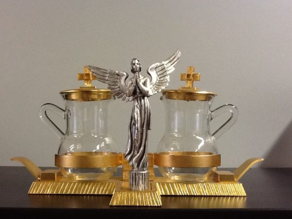 Servizio ampolle realizzato in metallo dorato con Angelo centrale in metallo argentato h.cm.13 diametro cm.24x12