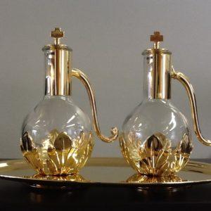 Servizio ampolle realizzato in ottone dorato lucido con decorazione foglie h.cm.14 diametro cm.23x14
