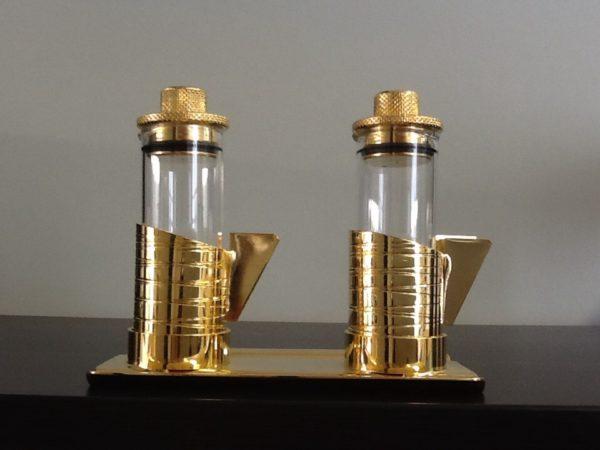 Servizio ampolle su vassoio in metallo dorato h.cm.8.5 diametro cm.11x6