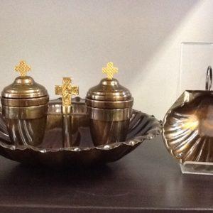 Servizio battesimo realizzato a mano da artigiani italiani in ottone bronzato h.cm.12 diametro cm.20x24