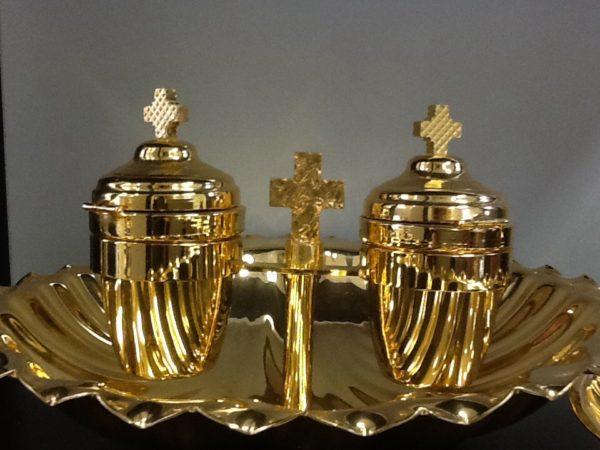 Servizio battesimo realizzato a mano da artigiani italiani in ottone dorato h.cm.13 diametro cm.20x25