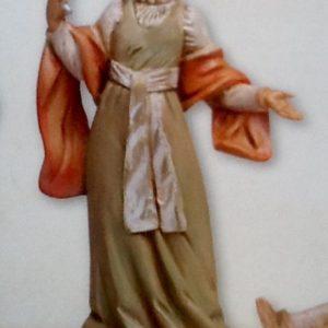 Statuina donna che si specchia realizzata in resina colorata e rifinita a mano per presepe da cm.12