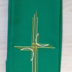"""Stola di colore verde con ricamo """"croce moderna"""" poliestere"""