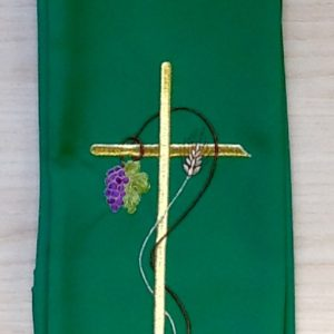 """Stola di colore verde con ricamo """"uva spiga"""" poliestere"""