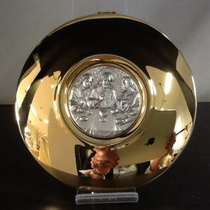 """Teca in ottone dorato con placca argentata decorata """"cena"""" diametro cm.12.5 spessore cm.3,5"""