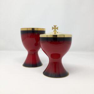 calice e pisside spagnola realizzati in ottone dorato e smalto rosso